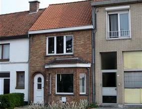Volledig gerenoveerde woning nabij het centrum van Sint-Kruis. Het goed werd voorzien van een nieuw geÃÂsoleerd dak, nieuwe ramen met the
