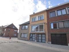 Deze ruime bel-étage met praktijkruimte is gelegen in de Brugse stadsrand op enkele min. van centrum Brugge. De gezinswoning met 4 slaapkamers