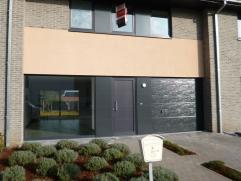 Recente woning nabij het centrum van Maldegem. Deze woning omvat een ruime living met open geïnstalleerde keuken, garage, gastentoilet, 3 slaapka