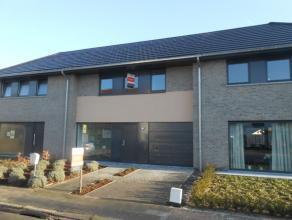 Ruime gezinswoning met 3 slaapkamers en grote tuin Recente woning nabij het centrum van Maldegem. Deze woning omvat een ruime living met open geï