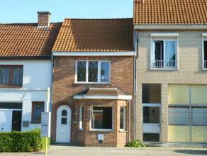 Deze volledig gerenoveerde lichtrijke woning met tuin is gelegen vlakbij het centrum van Sint-Kruis met vlotte verbinding naar het centrum van Brugge.