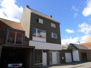 Dit ruime woonhuis is momenteel opgesplitst in twee woongelegenheden. Het is gelegen in het centrum van Sint-Kruis (100m van de kerk) nabij openbaar v