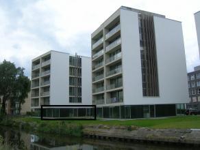 Een ruim appartement op het gelijkvloers. Op unieke ligging met zicht op de IJzer en Handzamevaart. Vlakbij de plezierhaven van Diksmuide.  Het appa