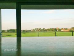 Prachtig TOP design appartement . Uniek in contrast met weidsheid van het ongerepte prachtige achterland: de Diksmuidse polders. Op 15 min rijafstan