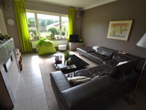 Ruime hoekwoning met maar liefst 5 slaapkamers, een bureau en een grote zuidgerichte tuin te Sint-Andries. Deze woning omvat op het gelijkvloers een i