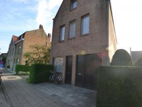 Mooi ééngezinswoning gelegen te Sint-Andries. Deze woning omvat living, ingerichte keuken, badkamer, 3 slaapkamers, een zolder die kan i