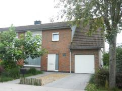 zeer welgelegen instapklare woning te Diksmuide omvattende een inkom-/traphal met apart toilet en berging, klare living, ingerichte keuken en badkamer