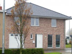 ruime en moderne woning te Diksmuide-Esen omvattende een inkom-/traphal met apart toilet, een mooie en klare living, een volledig modern ingerichte op