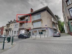 Situé dans au 2ème étage d'un agréable immeuble sans ascenseur, appartement 2 chambres de 70 m2: hall d'entrée, liv