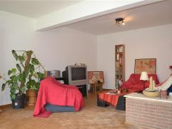 Laeken (limite Jette), à proximité du Heisel, au rez-de-chaussée d'un bel immeuble de 3 étages, spacieux appartement 4 cha
