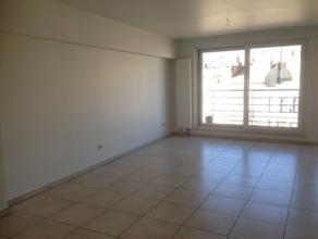 Recent appartement met twee slaapkamers op de vierde verdieping van de residentie GO. Het appartement bestaat uit: - inkomhal; - leefruimte; - open ke