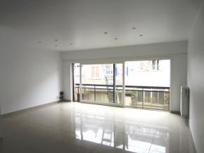 Modern, ruim appartement met 2 slaapkamers Centraal gelegen, vlakbij de Grote Markt, de jachthaven en het openbaar vervoer. Indeling: Ruime living met