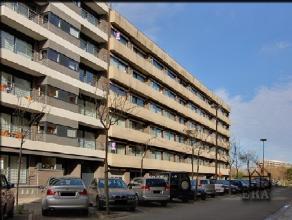 TE HUUR OP JAARBASIS: Moderne, zonnige studio, zuidgericht balkon, incl. ondergrondse autostaanplaats en kelder. 5eV van standingvolle residentie met