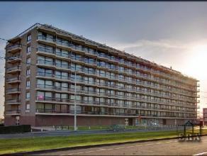 TE HUUR OP JAARBASIS Ruime studio met slaaphoek en groot zuidgericht terras, gelegen op het 5e verdiep met lift van een residentieel gebouw met zicht