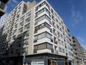 Zeer zonnig appartement in Residentie Strand, gelegen aan de achterkant van de Zeedijk.<br /> Omvattend : Inkom, toilet, 2 ruime slaapkamers, badkamer