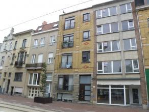 Zeer goed gelegen gemeubeld appartement aan de Grote Markt van Blankenberge.<br /> Omvattend : Inkom, living, aparte keuken, 1 slaapkamer, badkamer.<b