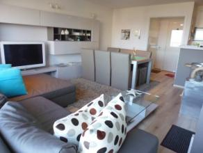 Mooi duplexappartement op de 4de verdieping in een recent gebouw, gelegen aan de haven van Zeebrugge. Op de benedenverdieping: hal met afzonderlijk to