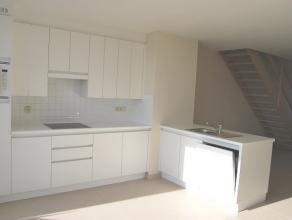 Luxueus afgewerkt duplexappartement gelegen op een boogscheut van de zeedijk.  Het appartement gelegen op de 5de verdieping is voorzien van een leefru