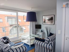 Zeer gezellig dakappartement met 1 slaapkamer, gelegen in het bruisende hart van Nieuwpoort-Bad. De smaakvolle en kwalitatieve inrichting is inbegrepe
