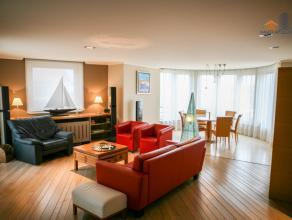 Dit zeer ruim (150m2) appartement met frontaal zeezicht met vier terrassen biedt altijd de mogelijkheid om in de zon te zitten. De afwerking en inrich