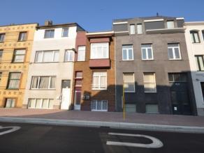 Woning in perfecte staat omgevormd als opbrengsteigendom - bestaande uit 3 appartementen - allen verhuurd :<br /> - appartement gelegen in sous-sol: l