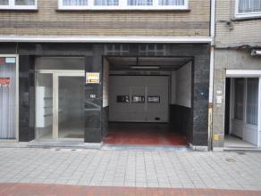 Garagebox NUMMER 71 gelegen op de kelderverdieping van een afgesloten parkingcomplex - vlakbij centrum Oostende.  Oppervlakte: 2,50m x 4,85m  Vrij