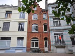 Een unieke burgerswoning op aangename pleinlocatie centrum Oostende - geschikt voor diverse doeleinden: ééngezinswoning, vrij beroep met