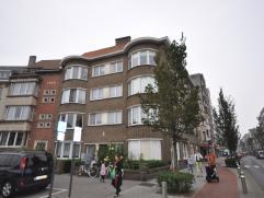 Ruim zonnig appartement met open zicht op stadsplein - ruime living met veel lichtinval - aparte half ingerichte keuken - 3 zeer ruime slaapkamers - b