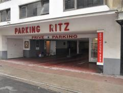 """Garagebox nummer 87 - 3° verdiep in parking """"RITZ"""" - gelegen in volle historische stadscentrum Oostende - veilige autolift met toegangskaart - rui"""
