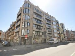Een groot handelsgelijkvloers langs drukke invalsweg Oostende - opvallende hoeklocatie - 180 m² - 28 m² gevel - bureel met berging - ingeric