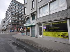 Een handelsgelijkvloers in volle centrum Oostende tegenover cultuurcentrum De Post  en vlakbij bus- en tramhalten- 40 m² + kelder - apart toilet