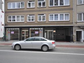 Garagebox NUMMER 17 gelegen op de 2e verdieping van een afgesloten parkingcomplex - vlakbij centrum Oostende.<br /> <br /> Oppervlakte: 2,50m x 5,25m<