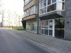 Residentieel handelsgelijkvloers 90m² gelegen aan Leopoldpark Oostende - ingerichte keuken - toilet - ideaal geschikt voor vrije beroepers als ka