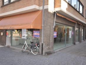 """Unieke ruime hoekwinkel op commerciële TOPLOCATIE - gelegen in wandel - en winkelstraat - tot voor kort: """"Present Home"""" een exclusieve kleinhande"""