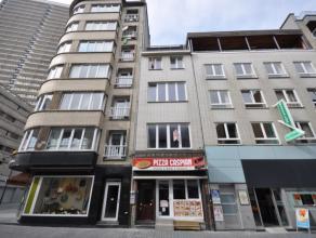 Gerenoveerd 2-slaapkamer appartement centrum Oostende - 1° verdieping zonder lift.  Living met veel lichtinval - open hyper-geïnstalleerde