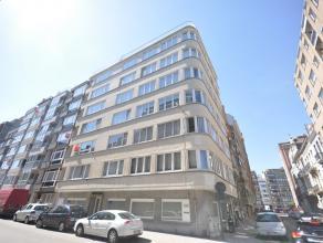 Ruim instapklaar appartement met groenzicht op  Leopoldpark Oostende - 6° verdieping - living 30m² met parketvloer - aparte nieuwe ingerichte