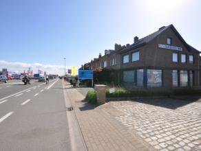 Commercieel gelegen woning + loods + 6 parkeerplaatsen op invalsweg te Oostende -mogelijkheid tot enkel handel of de combinatie van wonen & handel