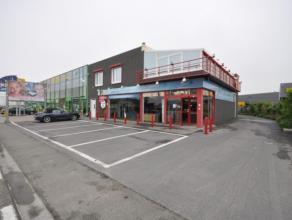 Opvallend baanwinkel langs drukste invalsweg Oostende - uiterst commerciële ligging Torhoutsesteenweg - 300 m² handelsruimte - voorliggende