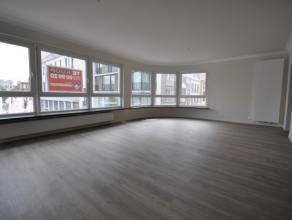 Volumineus gerenoveerd stadsappartement met fantastisch pleinzicht - 3 slaapkamers - tweede verdieping met lift - 135m² woonoppervlakte - gelegen