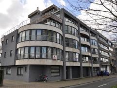 Een prachtig modern appartement met zonnig terras en open groenzicht - 2° verdieping .  Inkomhal met apart toilet - living 32m² - grote ope
