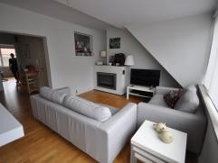 Een prachtig modern appartement op centrale ligging - vlakbij het Wapenplein Oostende - 4° verdieping zonder lift - zonnige living met half-open i