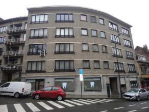 LAEKEN (réf: 7564) Magnifique appartement entièrement remis à neuf au 2 ième étage d'un petit immeuble de 5 &eacute