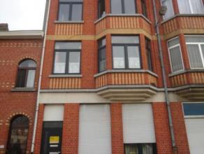 Strombeek-Bever (réf:7580) Situé dans un petit immeuble sans charge, superbe appartement de 80m² composé d'un hall de jour,
