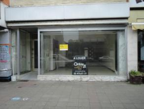 Laeken (Réf.7678): Superbe rez de chaussée commercial situé sur l'Avenue Houba de Strooper et proche du  Stade Roi Baudoin, compo