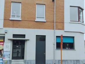 Instapklaar appartement te huur met 2 ruime slaapkamers, rustiggelegen bij Vlaams Plein.  Er is een volledig ingerichte open keuken met zonneterras en