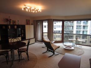Zonnig gelegen appartement met 2 slaapkamers, op 100m van zee en strand en dichtbij het Casino-Kursaal.  5e verdieping.  Ook uiterst geschikt voor vak
