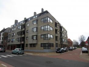 Ruim 3 slaapkamer appartement omgeving Meiboom met een groot zonneterras en ingerichte keuken. Garagebox inbegrepen. <br /> <br /> <br />