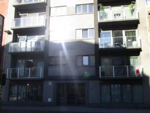 Ruim nieuwbouw appartement van ongeveer 110m². Het appartement heeft twee ruime slaapkamers. Grote living met ingerichte half open keuken, tafel