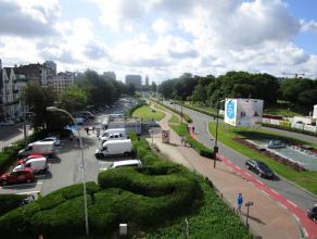 Volledig vernieuwd appartement in hartje Oostende met zicht op het Leopoldpark. Er is een zonnige living met ingerichte keuken en berging. De nieuwe b