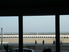 Gezellig bel-etage appartement met mooi zicht op het Klein Strand, het Vissersmonument en zee.  2 ruime slaapkamers.  Zeer geschikt voor vakantieverhu